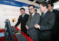 李鹏在广东考察高新技术产业